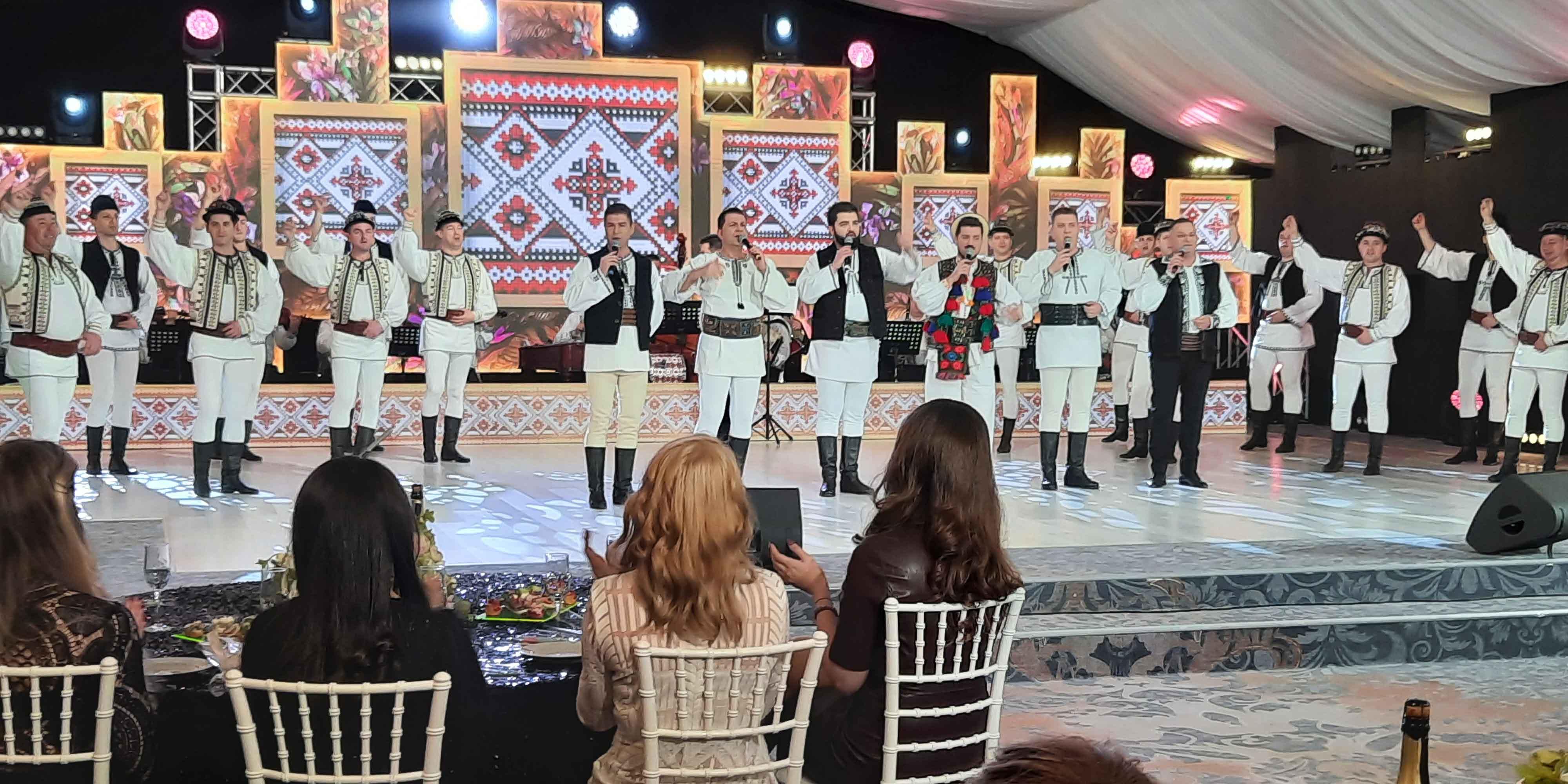 Spectacol cu Junii Sibiului - dar de 8 Martie