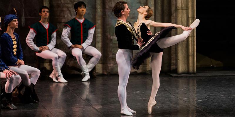 Balerina  Adela Floricioiu revine pe scena Teatrului de Balet Sibiu