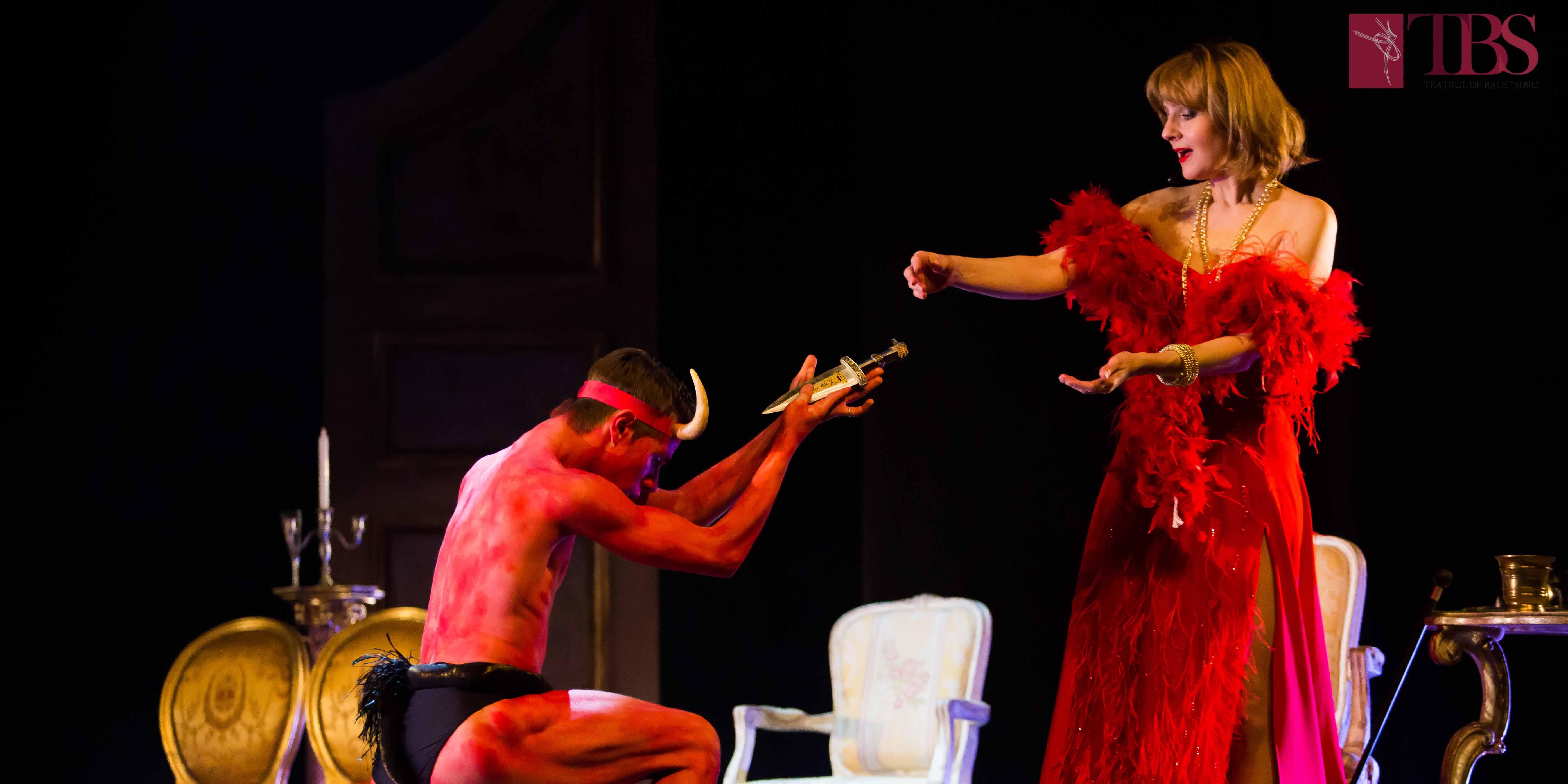 Barococo Party, o petrecere cu actori și balerini, îngeri și demoni pe muzică baroc.