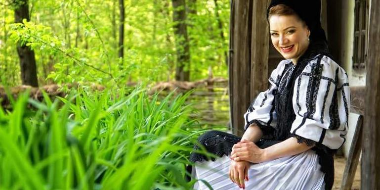 """,,Eu cânt lume pentru tine"""" - interviu cu Alina Bîcă, solista Ansamblului ,,Cindrelul Junii Sibiului"""""""