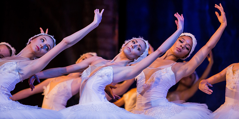 """Productia Teatrului de Balet Sibiu """"Lacul Lebedelor"""" va fi prezentată la Paris"""