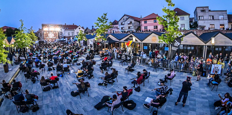 300 de chitariști au celebrat moștenirile muzicii rock și folk, la Sibiu Guitar Meeting!