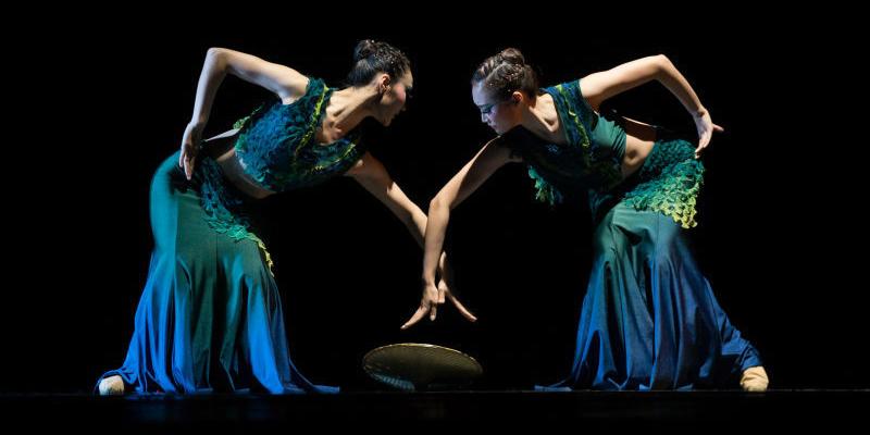 """""""Beijing Dance Academy"""" prezintă comorile folclorice din China la Sibiu"""