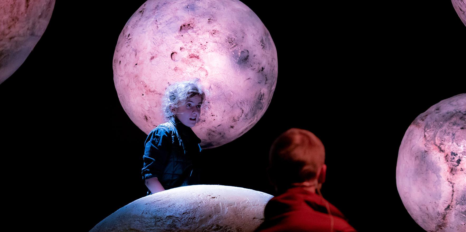 """Teatrul """"Gong"""" - iluminat simbolic în culoarea roz, în acest weekend"""