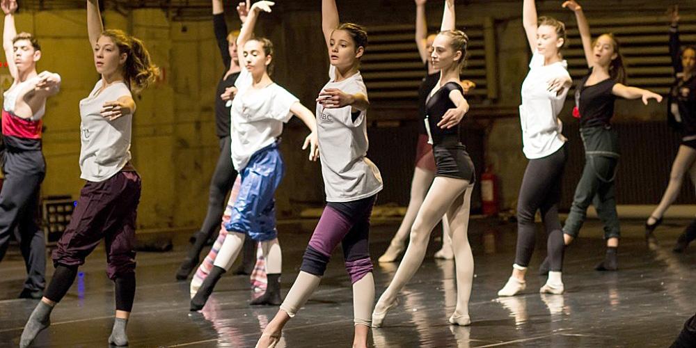 Începe Concursul Internațional de Dans Clasic și Contemporan Sibiu – Young Stars Ballet Competition